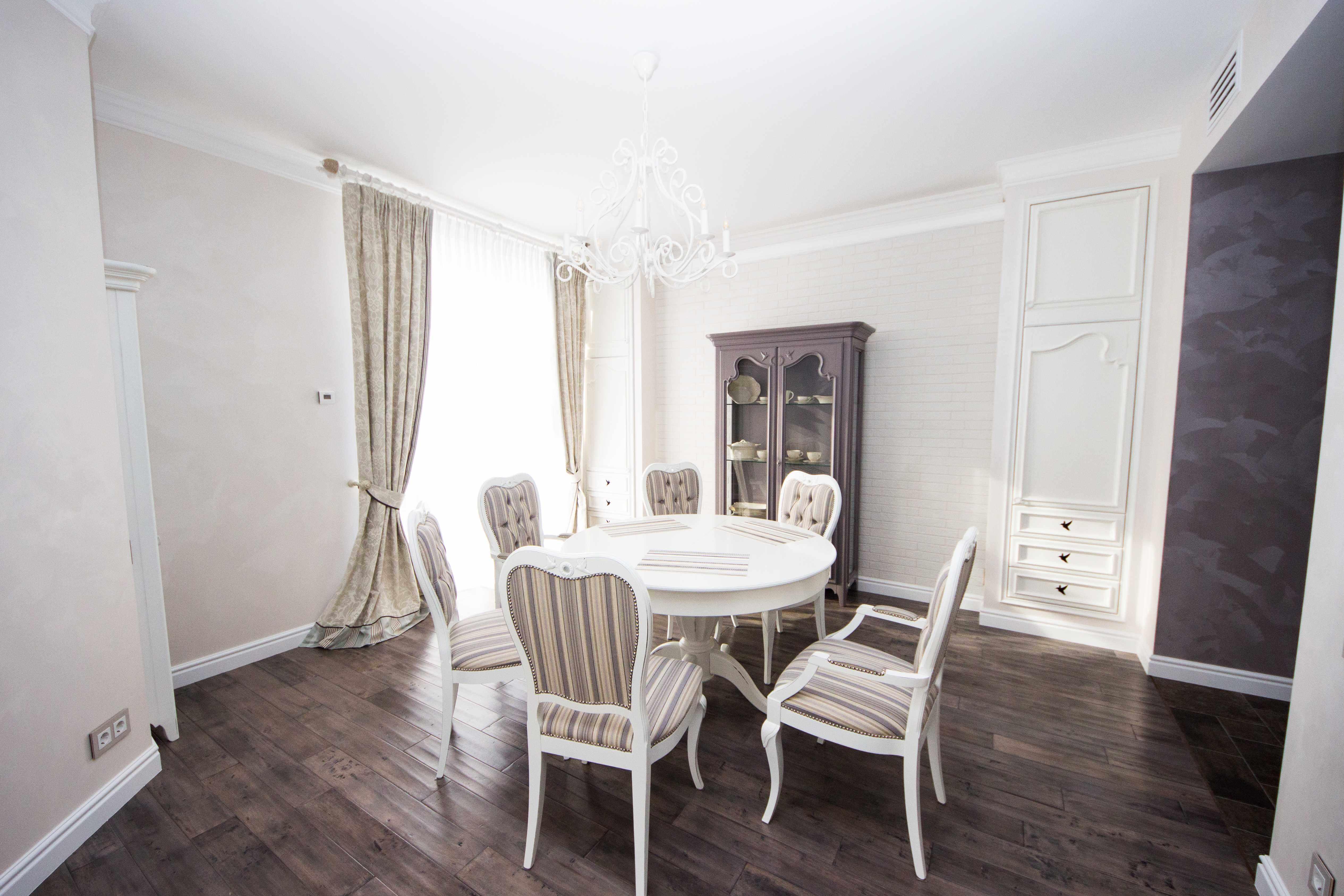 обеденный зал в классическом стиле