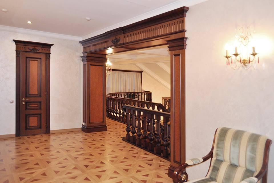 коридор в доме в классическом стиле