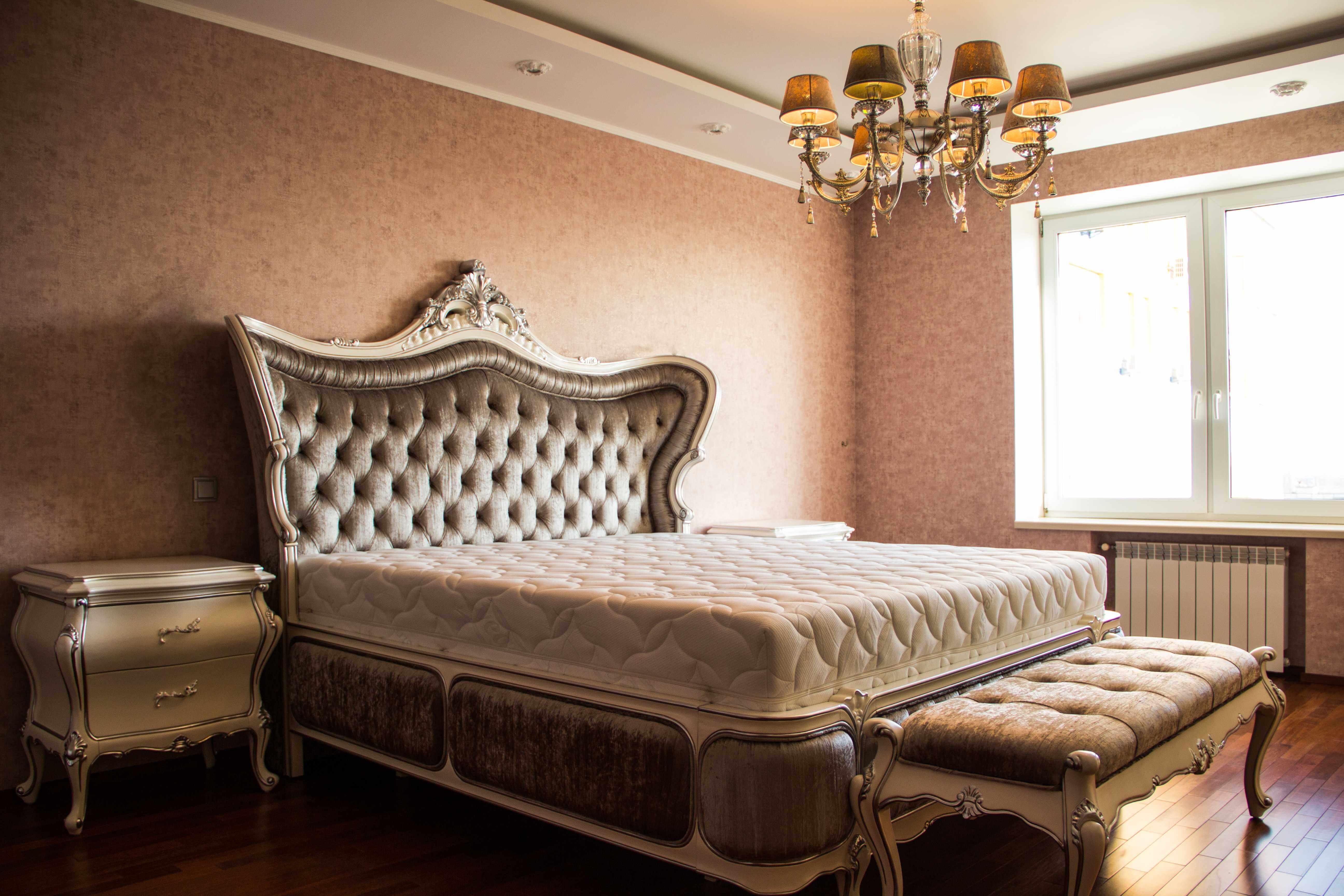 большая спальня в стиле поп арт